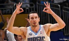 Rather than retaining the erratic J.R. Smith, the New York Knicks should aggressively pursue J. J. Redick