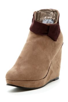 Cute winter wedge. Love these!