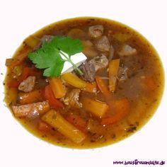 beste ungarische Gulaschsuppe das ist die beste ungarische Gulaschsuppe, die ich je gegessen habe laktosefrei glutenfrei Thai Red Curry, Ethnic Recipes, Food, Goulash Soup Recipes, Meat, Gluten Free, Meal, Eten, Hoods