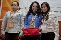 Aprendices ganadores en modalidad de diseño de modas en Worldskills Colombia 2012