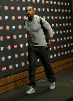 San Francisco 49ers wide receiver Anquan Boldin makes a case for color blocking your shoes this season. Grey on grey never looked so good. (AP Photo/Marcio Jose Sanchez)