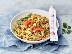Kiinankaali on kasariajan jälkeen lähes unohdettu kasvis, mutta nyt sen aika pannulla! Valmista wokissa tai isossa paistokasarissa helppotekoinen kasvisruoka, johon tuo ruokaisuutta ja proteiinia curryn makuinen Mifu.