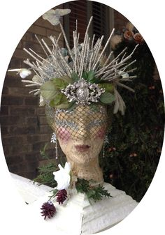 Here we are, the Countess' headdress is done. She would often talk in tears about her priceless diamond tiara lost (along with her head...
