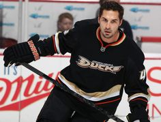 Sheldon Souray Ugly Men, Anaheim Ducks, Hockey Players, Ice Hockey, Christmas Sweaters, Eye Candy, Shorts, Studs, Bunny