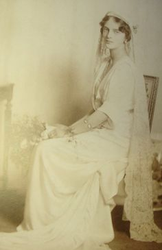 Princess Irina Alexandrovna Romanov (only niece of Tsar Nicholas II) in wedding gown the day of her wedding with Prince Felix Yusupov Jr. The veil once belonged to Marie Antoinette. Tsar Nicolas, Tsar Nicholas Ii, Royal Brides, Royal Weddings, Jolie Photo, Vintage Bridal, Women In History, Adele, Wedding Gowns