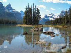 Maligne Lake, Jasper National Park, Alberta Canadian Rockies