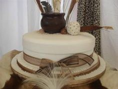 This African inspired wedding cake would totally find a home at MY wedding. Zulu Traditional Wedding, Traditional Cakes, Traditional Decor, Beautiful Cakes, Amazing Cakes, African Cake, African Theme, African Attire, African Wedding Cakes