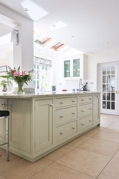 Beautifully handcrafted bespoke country kitchen by Evie Willow, Cotswolds UK.  #kitchendesign #kitcheninspiration #handcrafted #woodworking #cooking #countryliving #countrylife #design #interiordesign #interiors #countrylife #eviewillow