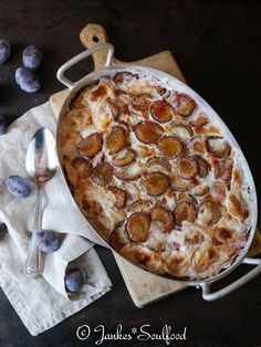 Rice pudding casserole with plums - Jankes * Soulfood: Rice pudding casserole with plums - Pizza Casserole, Dough Recipe, Soul Food, Food Inspiration, Easy Meals, Brunch, Dessert Recipes, Food And Drink, Pudding