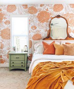 Burnt Orange Bedroom, Orange Accent Walls, Peach Bedroom, 70s Bedroom, Orange Rooms, Retro Bedrooms, Room Ideas Bedroom, Bedroom Vintage, Bedroom Themes