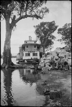 More about Lionel Lindsay: Format: Photograph Find more detailed information about this photographic collection: From the collection of the State Library of New South Wales www. Australian Road Trip, Australian Art, Murray River, Paddle Boat, Historic Houses, Paddles, Water Crafts, South Wales, Historical Photos