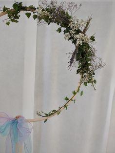 Cercle floral decore de fleurs pour photos  de mariage www.arumanis.fr Marie, Wreaths, Photos, Home Decor, Flowers, Pictures, Decoration Home, Door Wreaths, Room Decor