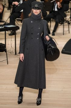 Chanel Pre-Fall 2018 by Karl Lagerfeld Autumn Fashion 2018, Fashion Week, Fashion 2017, Women's Fashion Dresses, Fashion Art, Casual Dresses, Fashion Looks, Sweater Dresses, Karl Lagerfeld