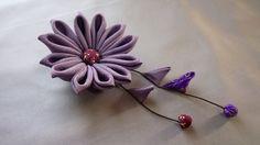 アンティーク着物地(正絹・シルク)で作ったお花のコサージュです。京都伝統のつまみ細工の技法で作っています。紐の素材は木綿です。シルクなので軽くて楽です。お花の...|ハンドメイド、手作り、手仕事品の通販・販売・購入ならCreema。
