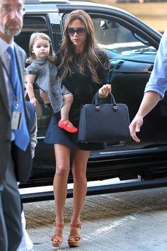 Victoria Beckham y Harper derrochan estilo en el aeropuerto