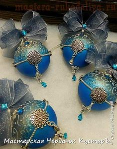 Christmas China, Blue Christmas, Outdoor Christmas, Christmas Themes, Christmas Crafts, Quilted Ornaments, Beaded Christmas Ornaments, Vintage Ornaments, Shabby Chic Christmas