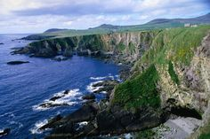 Ireland, isn't it gorgeous? I want to go and see my ancestral home. Oh The Places You'll Go, Places To Travel, Places To Visit, Images Of Ireland, All I Ever Wanted, Ireland Travel, Ireland Hiking, Ireland Vacation, Holiday Destinations
