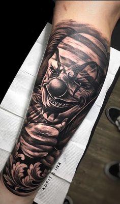 Clown tattoos: Check out 40 photos that will impress you .- Tatuagens de palhaço: Confira 40 fotos que vai te impressionar – Eu amo tatuage… Clown tattoos: Check out 40 photos that will impress you – I love tattoos - Evil Tattoos, Love Tattoos, Body Art Tattoos, Hand Tattoos, Realistic Tattoo Sleeve, Forearm Sleeve Tattoos, Tattoo Sleeve Designs, Jester Tattoo, Clown Tattoo