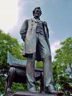 """""""Abraham Lincoln: The Man"""" monument in Lincoln Park Chicago. Abraham Lincoln 16th President of the United States. Statue by Augustus Saint-Guadens installed 1887"""