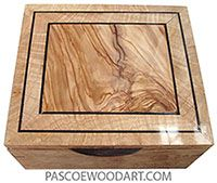 Decorative Boxes : Handmade wood box – Keepsake box made of maple burl with Mediterranean olive center framed in maple burl top -Read More – Woodworking Jewellery Box, Woodworking Box, Wood Projects For Beginners, Small Wood Projects, Diy Wood Box, Wood Boxes, Wood Napkin Holder, Into The Woods, Diy Holz
