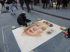 Pintando en las calles de Florencia, Italia.
