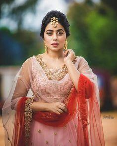 Shamna Kasim (Poorna) Actress Photos Stills Gallery Beautiful Girl Indian, Beautiful Girl Image, Most Beautiful Indian Actress, Hollywood Actress Pics, Hollywood Heroines, Hd Photos, Girl Photos, Actress Priya, Pink And White Dress