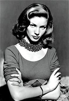Lauren Bacall (født Betty Joan Perske) Født: 16. september 1924 (89 år), Bronx, New York City, New York, USA
