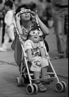8 imagens fascinantes que mostram pessoas assistindo a eclipses solares