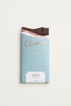 La Chocolaterie est la nouvelle adresse des accros au cacao, les fondus de la ta… The Chocolaterie is the new address of cocoa addicts, the fondues of the tablet, the nostalgic hot chocolate. Food Packaging, Brand Packaging, Packaging Design, Product Packaging, Chocolates Gourmet, The Garden Of Words, Teddy Lupin, Light Blue Aesthetic, Chocolate Packaging