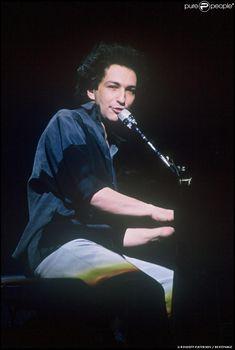 Michel Berger en concert à Paris, en 1986. Chanteur et compositeur  Français  1947 -- 1992 🎼🎶🎵