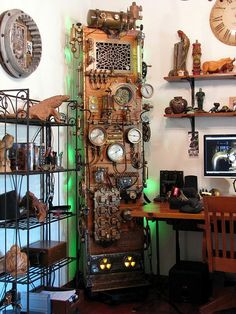 SteamPunk Frankenstein Computer - By Dana Mattocks What Is Steampunk, Everyday Steampunk, Frankenstein, Steampunk Bathroom, Punk Decor, Steampunk Furniture, Steampunk Interior, Steampunk Design, Steampunk Crafts