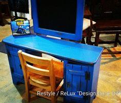 Adorable kids desk. Wish I could send it to my new nephew in North Carolina... https://www.instagram.com/p/BCwZQ-ErG1u/