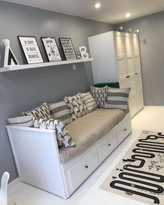 White and Silver Bedroom Decor Ideas - Home Decor Bliss White and Silver Bedroom Decor Ideas - Home Decor Bliss White And Silver Bedroom, Silver Bedroom Decor, Black And White Bedroom Teenager, Silver Room, Room Ideas Bedroom, Small Room Bedroom, Small Rooms, Cozy Bedroom, Teen Bedroom