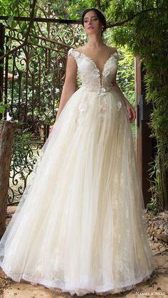 naama anat bridal 2017 off shoulder split sweetheart ball gown wedding dress - Deer Pearl Flowers / http://www.deerpearlflowers.com/wedding-dress-inspiration/naama-anat-bridal-2017-off-shoulder-split-sweetheart-ball-gown-wedding-dress/