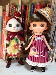 おでこちゃんとニッキ、スイーツなワンピに着せ替えました。おでこちゃんはかつらもゆるふわロングにチェンジ♪ #doll #でこニキ