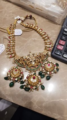 PREMRAJ SHANTILAL JAIN JEWELLERS Antique Jewellery Designs, Beaded Jewelry Designs, Antique Jewelry, Antique Gold, Jewelry Design Earrings, Gold Jewellery Design, Gold Jewelry, Diamond Jewellery, Jewelery