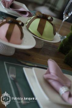 Mesa decorada para páscoa por Patricia Junqueira {Home, Receber & Baby} com ovos de chocolate pelo Chef Cezar Cassiano