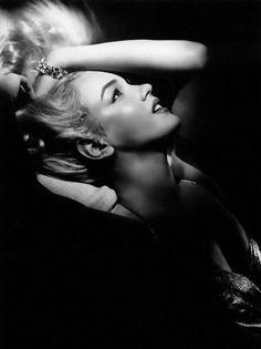Marilyn Monroe - 1950's Glamour