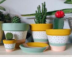 Diy Home Crafts, Clay Crafts, Holiday Crafts, Pots D'argile, Plant Pots, Flower Pot Art, Flower Pots, Room With Plants, Pottery Designs