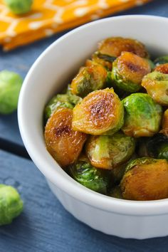 Sweet and Spicy Sriracha Brussels Sprouts – The Fitchen Visit Sriracha Box Now! Veggie Recipes, Vegetarian Recipes, Cooking Recipes, Healthy Recipes, Easy Cooking, Vegan Vegetarian, Healthy Foods, Paleo, Spicy Brussels Sprouts Recipe
