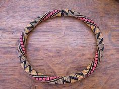 * Solidbeads - The beady side of life: Folk - oder - Ist denn schon Herbst, oder… Bead Crochet Patterns, Bead Crochet Rope, Peyote Patterns, Beaded Bracelet Patterns, Beading Patterns, Beaded Bracelets, Beaded Crochet, Diy Jewelry, Beaded Jewelry