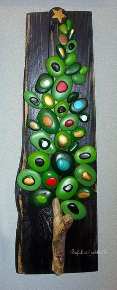 How to Make Painted Pebbles and River Stone Crafts? Stone Crafts, Rock Crafts, Diy And Crafts, Christmas Crafts, Arts And Crafts, Christmas Decorations, Crafts With Rocks, Christmas Pebble Art, Christmas Tree Painting