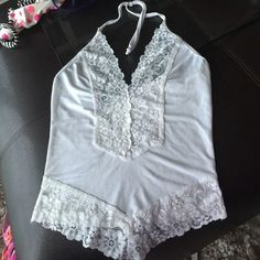 Top Very sexy white top in a great condition . The material is streching. Tops Crop Tops
