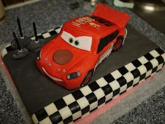 The Mucky MacBook: The Lightning McQueen Cake...