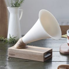 Resound No.2 Wooden and Ceramic iPhone Amplifier - The Maker Place