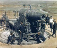 Японцы в захваченном Порт-Артуре осматривают российскую крепостную артиллерию. Русско-Японская война. 1905 г.