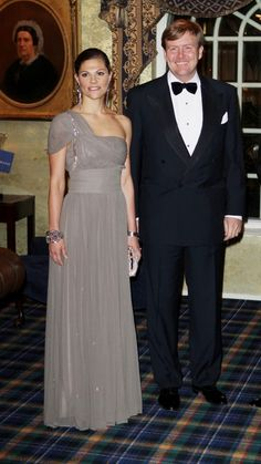 Crown Princess Victoria of Sweden and King Willem-Alexander of the Netherlands Princess Victoria Of Sweden, Crown Princess Victoria, Gray Dress, Dress Up, White Dress, Princesa Victoria, Victoria Fashion, Victoria Style, Royal Look