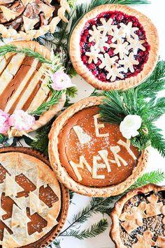 Fun and creative DIY holiday pie crust designs!