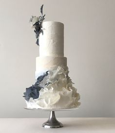 60 ideas for cupcakes decoration wedding ruffle cake Black Wedding Cakes, Amazing Wedding Cakes, Fall Wedding Cakes, Wedding Cake Designs, Camo Wedding, Amazing Cakes, Pretty Wedding Cakes, Pretty Cakes, Beautiful Cakes