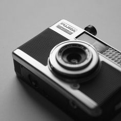 Analogkameras Auflösung Fotogeschäft #075 Fujifilm Instant Camera Piano Black Instax Mini 50s Analoge Fotografie